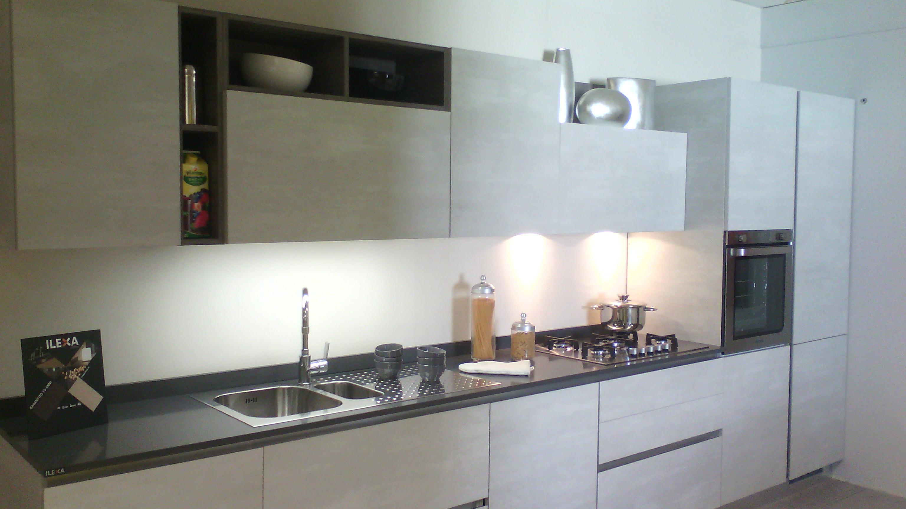 € 5.750 + IVA  – Cucina MIAMI finitura cemento spatolato